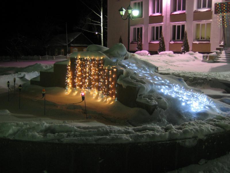 Новый 2011 год в Докшицах. Фонтан перед Докшицким районым советом депутатов Витебской области
